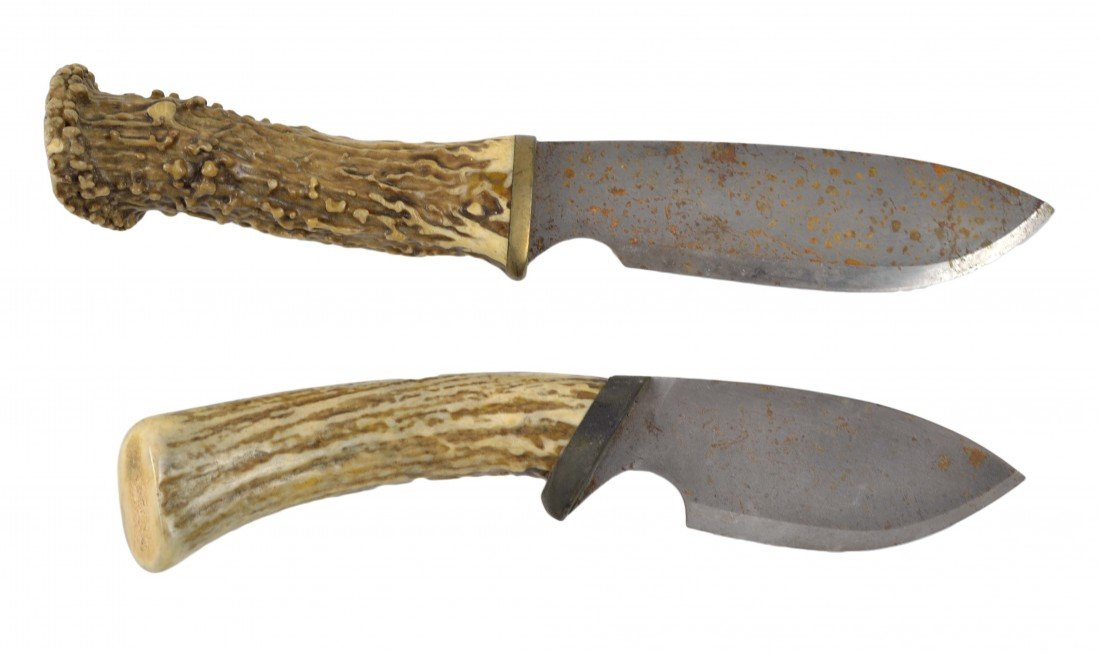 12: A PAIR OF KNIVES WITH STAG HORN GRIPS