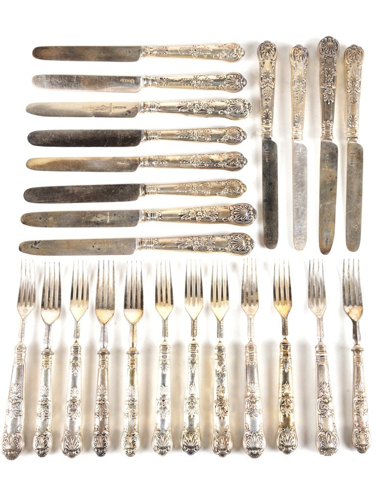 23: A STERLING SILVER KING'S PATTERN KNIFE AND FORK SET