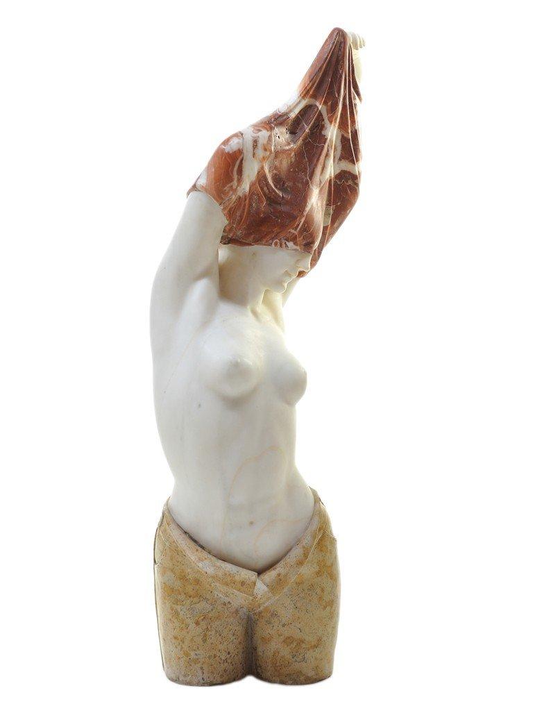 159: A GOOD CONTEMPORARY MARBLE SCULPTURE OF A DISROBIN