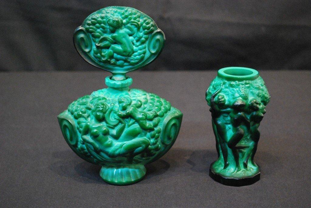 10: A VINTAGE BOHEMIAN MALACHITE GLASS PERFUME BOTTLE &