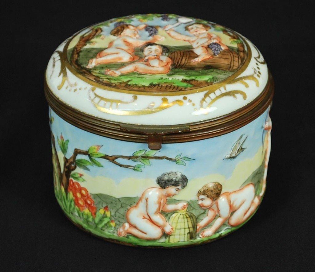 13: A VINTAGE CAPO DI MONTE STYLE PORCELAIN VANITY BOX