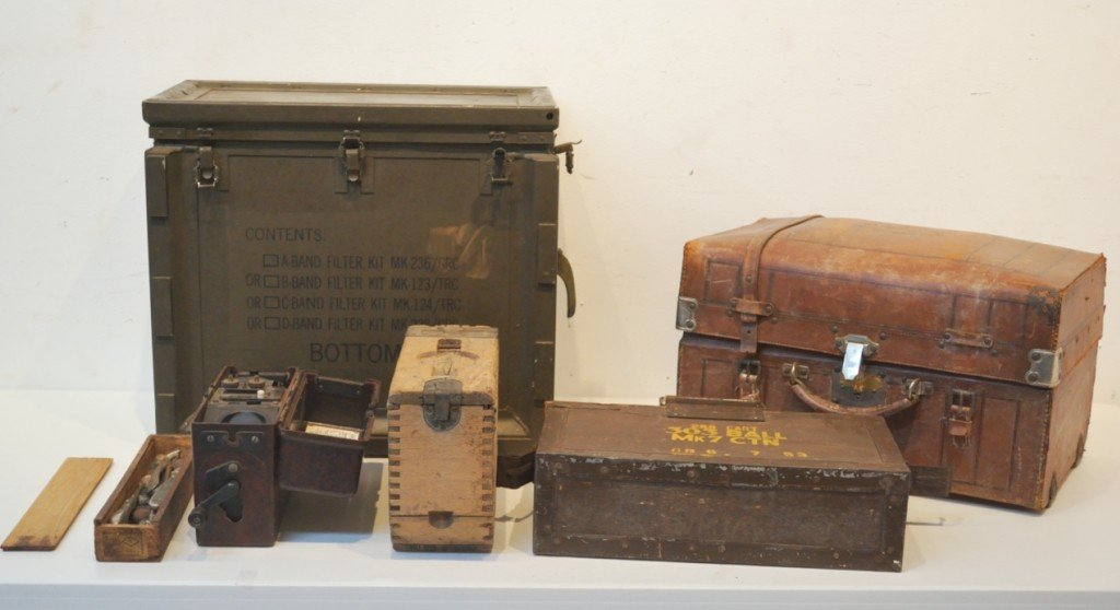 10B: A GROUP OF PRIMARILY WWII ERA MILITARIA ITEMS - 6