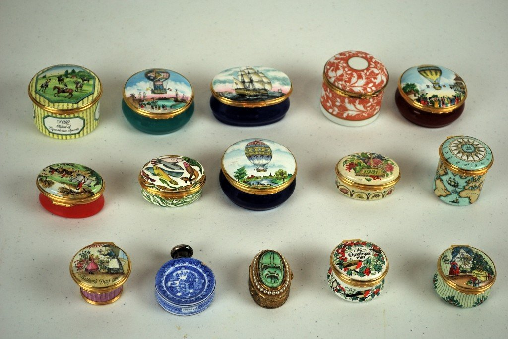 12B: LOT OF 15 ROUND ENGLISH HAND-COLORED ENAMELED LIDD
