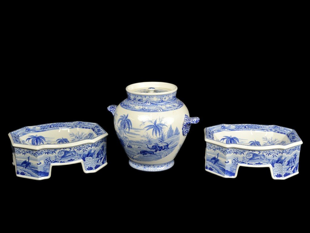 12C: A PAIR OF SPODE PORCELAIN BLUE AND WHITE DOG BOWLS