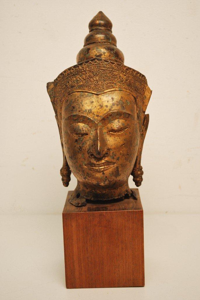 8: A LARGE MOUNTED SE ASIAN GILT METAL BUDDHA HEAD