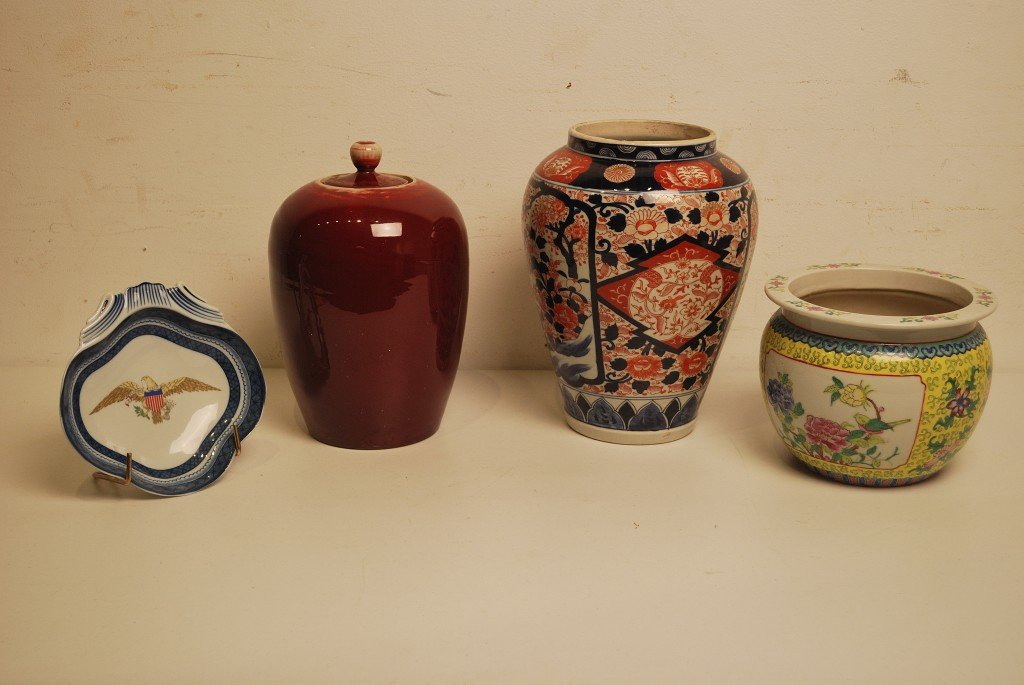 13: A GROUP OF CHINESE AND ASIAN STYLE PORCELAIN