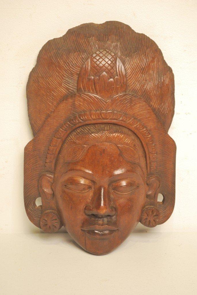 14: A DECORATIVE SE ASIAN CARVED HARDWOOD HEAD