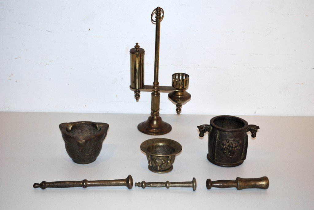 16: A TRIO OF BRASS MORTOR & PESTLE SETS AND A CANDLE H