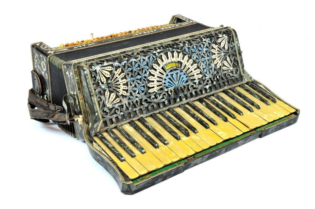 21: AN ITALIAN STANDARD SIZE PIANO ACCORDION Manufactur