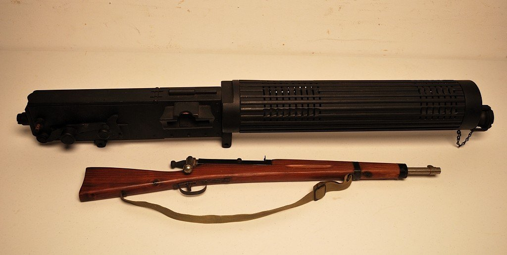 22: A CHILDREN'S TOY MILITARY STYLE RIFLE & A U.S. MODE