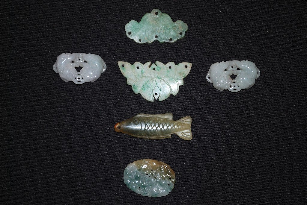 11A: A GROUP OF MODERN JADE AND HARDSTONE ITEMS