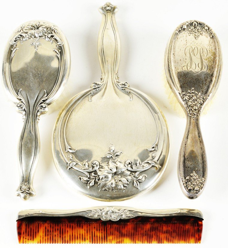 13: A GROUP OF SILVER VANITY ITEMS