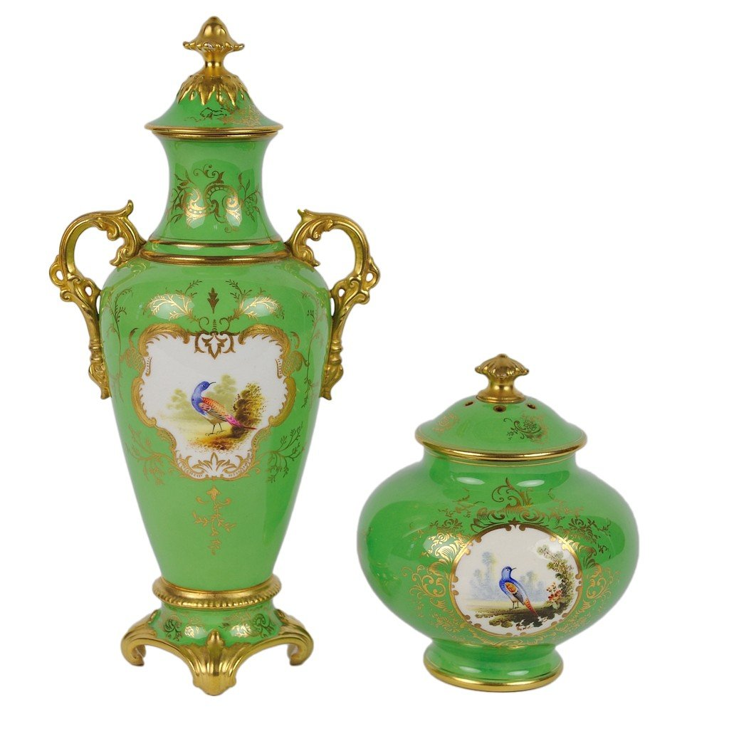 20: AN ENGLISH COALPORT GILDED AND DECORATED PORCELAIN