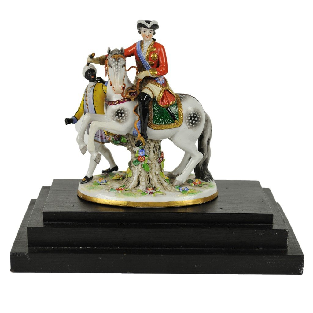 1: A VINTAGE CAPODIMONTE PORCELAIN SOLDIER & HORSE FIGU