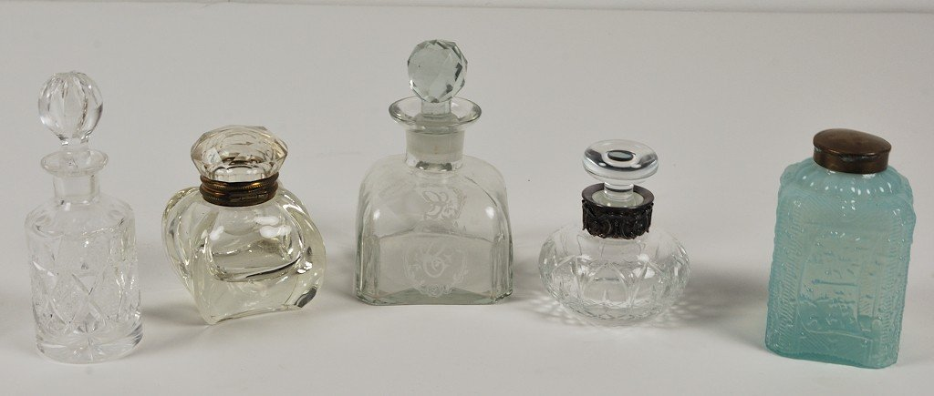 5A: A GROUP OF VANITY ITEMS - 5pcs