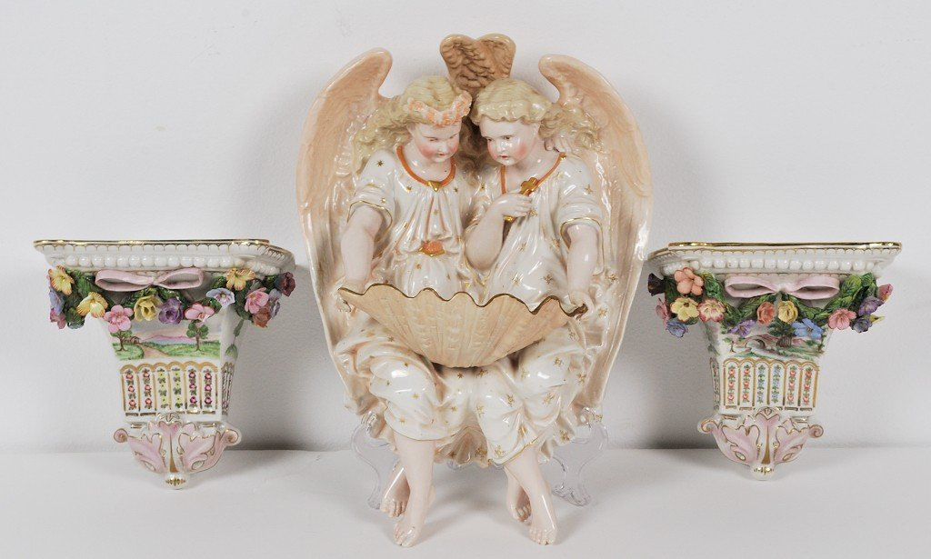 6: A GROUP OF VINTAGE PORCELAIN HANGING WALL PIECES