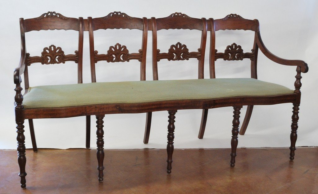 AN ANTIQUE VICTORIAN LONG SETTEE OR SOFA