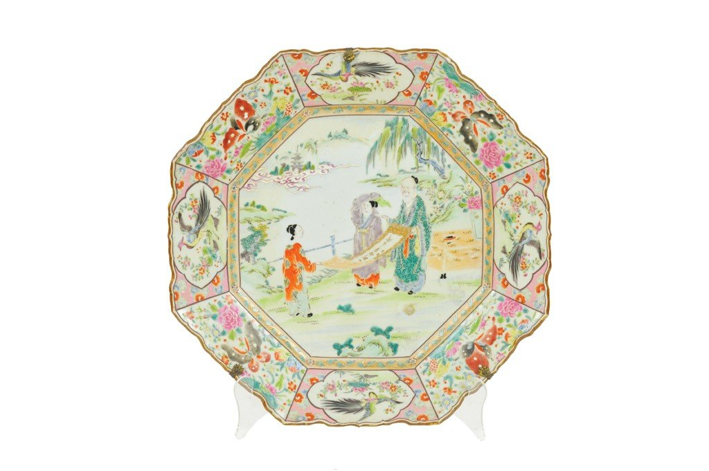 8: A LARGE CANTON FAMILLE ROSE OCTAGONAL CHARGER China,