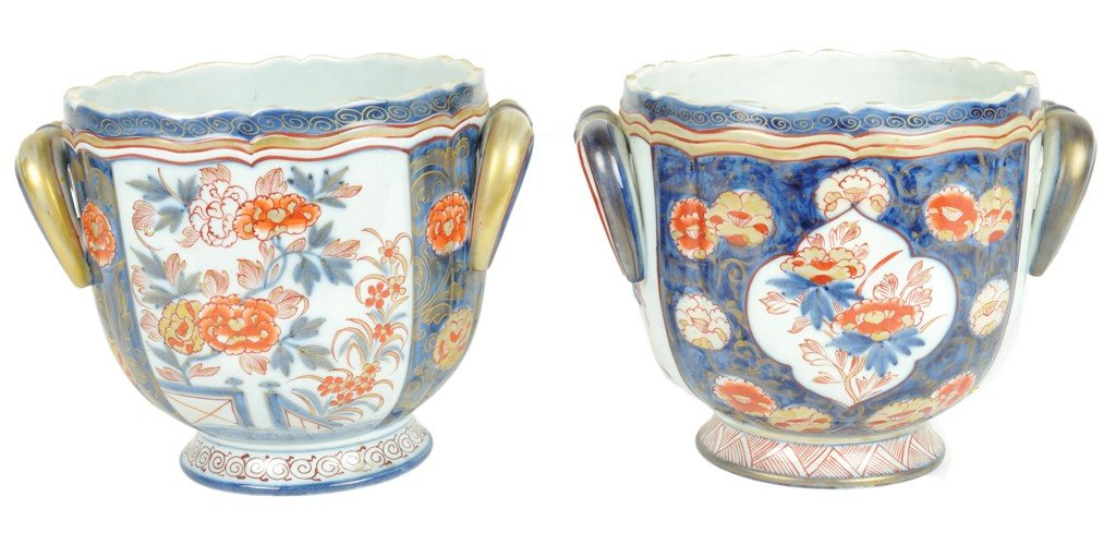 9: A PAIR OF SAMSON IMARI STYLE GILDED AND DECORATED CA