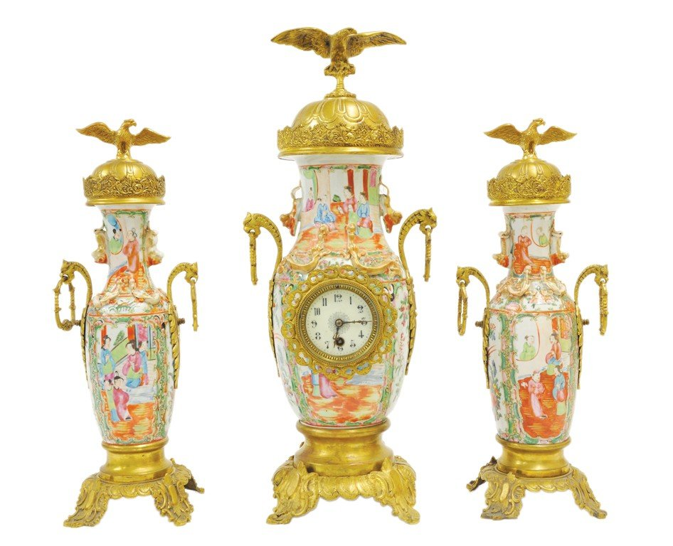 15: A CHINESE EXPORT FAMILLE ROSE MEDALLION CLOCK SET C
