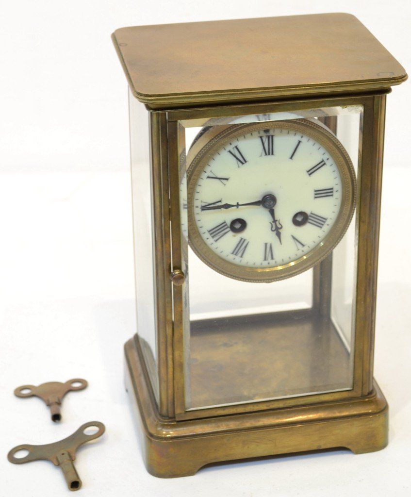 11: AN ANTIQUE BRASS CARRIAGE CLOCK