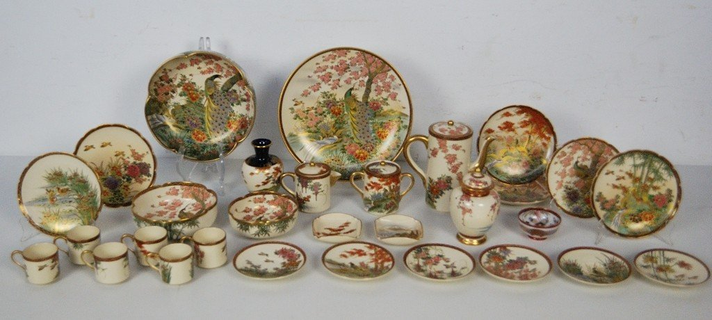 19: A LARGE ASSORTMENT OF SATSUMA JAPANESE PORCELAIN 30