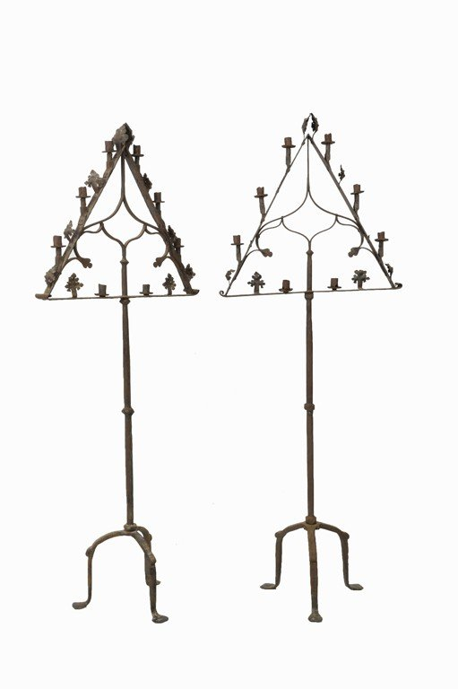 13: A PAIR OF LARGE ANTIQUE IRON FLOOR TORCHIERES Franc