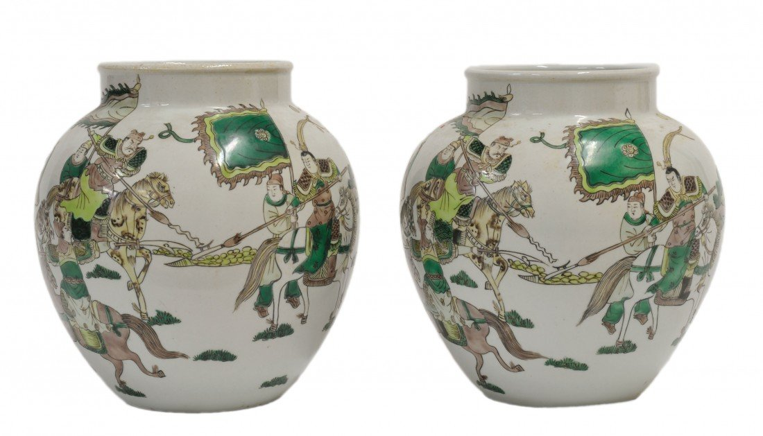 19: A PAIR OF ANTIQUE CHINESE FAMILLE VERTE DECORATED P