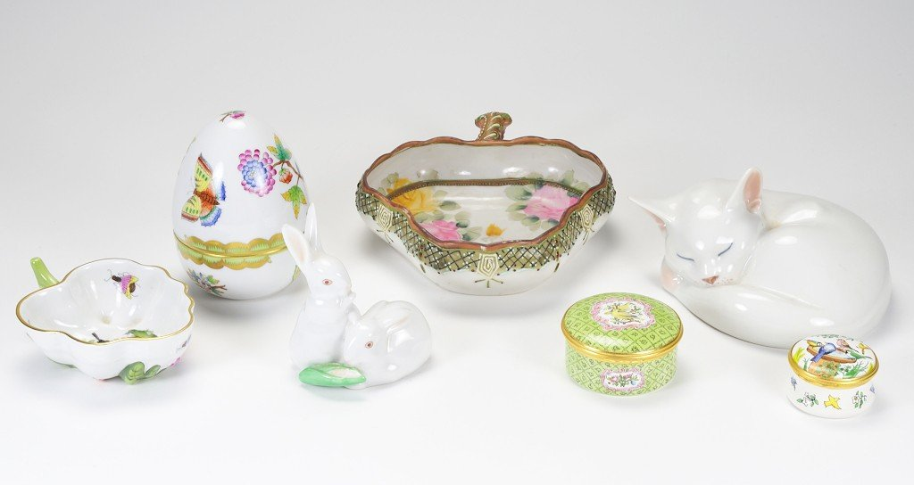 2: A GROUP OF PORCELAIN OBJECTS AND FIGURINES Mid 20th
