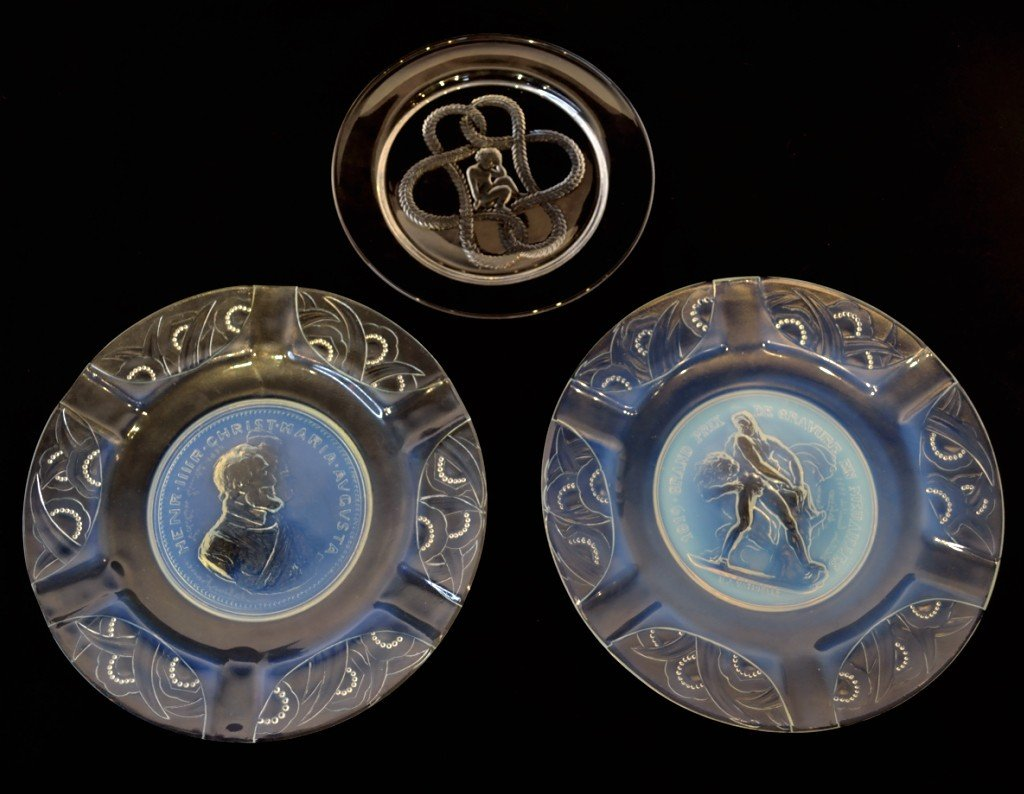 22: TWO SABINO FRENCH PLATES TOGETHER WITH ONE LALIQUE