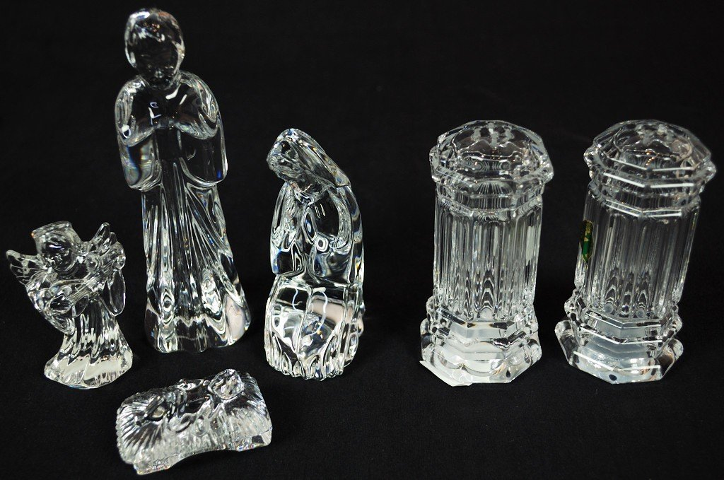 6: A PAIR OF CRYSTAL SALT AND PEPPER SHAKERS; MARY,