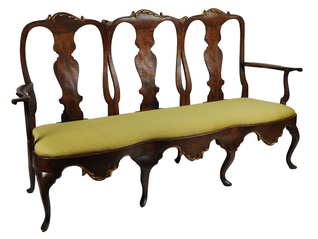 24: A FINE ITALIAN BAROQUE PARCEL GILT WALNUT SETTEE It