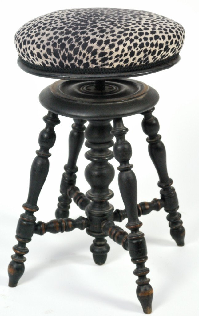 17: PIANO STOOL WITH UPHOLSTERED CUSHION