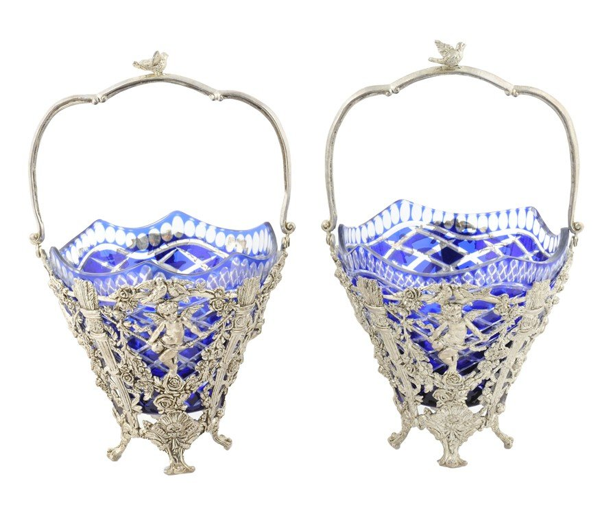 7: A PAIR 0F CONTINENTAL SILVERED METAL BASKETS WITH CU