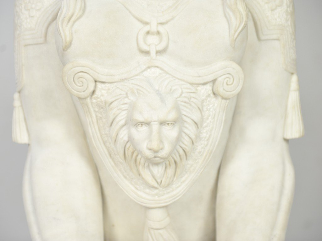 21: A PAIR OF WHITE CARRARA MARBLE HAND-CARVED SPHINXES - 10