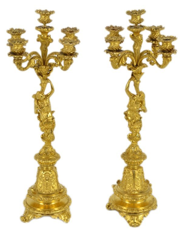 25: A COORDINATING PAIR OF FIVE LIGHT BRONZE DORE' FIGU