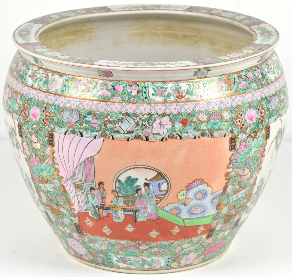 43: A LARGE CHINESE STYLE FISH BOWL IN THE COLORS OF FA