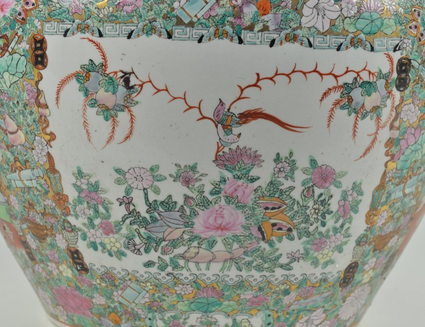 43: A LARGE CHINESE STYLE FISH BOWL IN THE COLORS OF FA - 3