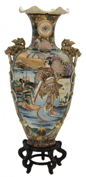 A VERY LARGE SATSUMA GILDED AND DECORATED VASES WI