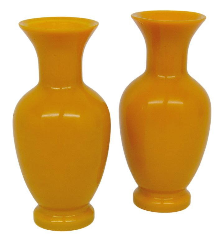 170: A PAIR OF IMPERIAL YELLOW CHINESE PEKING GLASS VAS