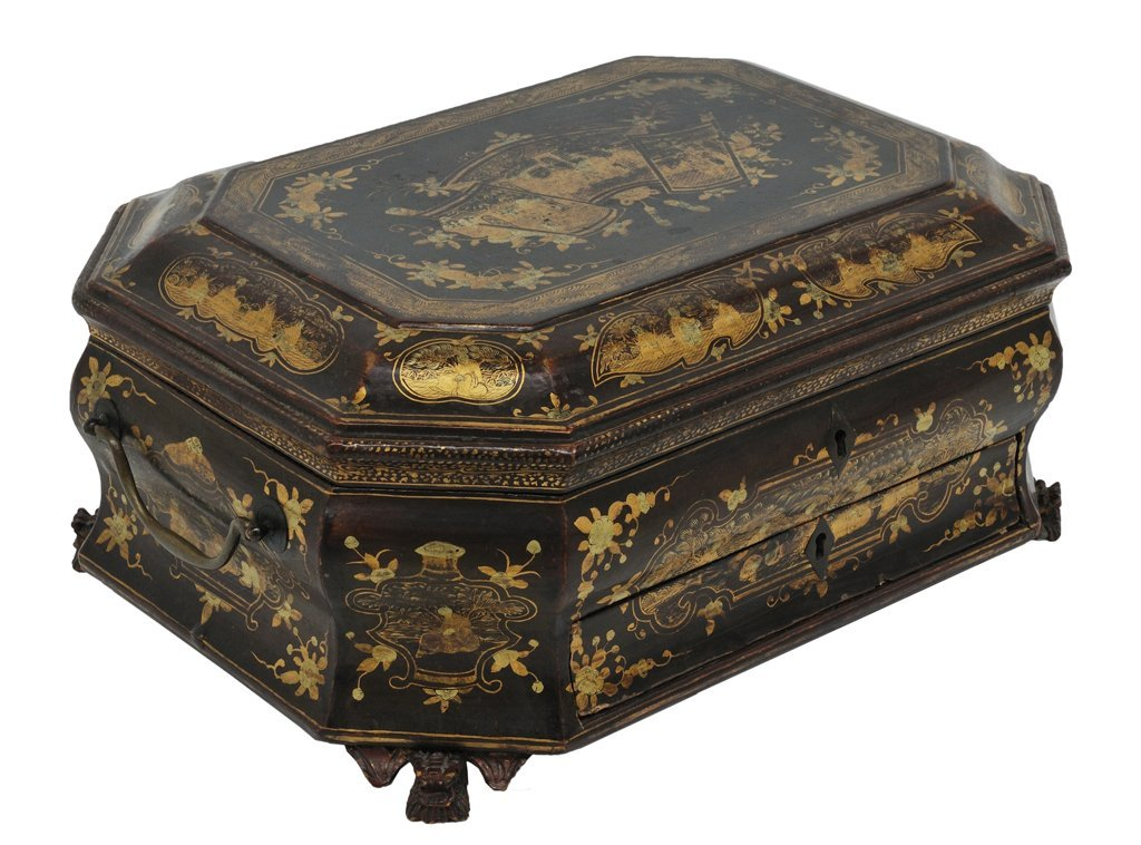 173: AN ENGLISH OCTAGONAL GILT-PAINTED CHINOISERIE SEWI