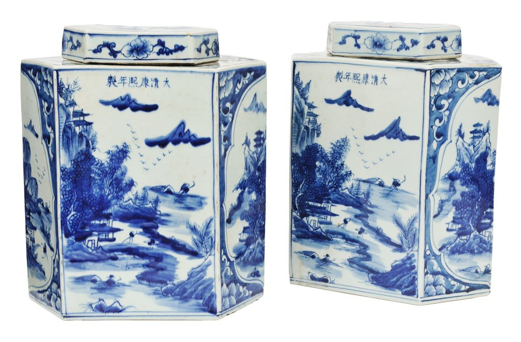 180: A PAIR OF LARGE CHINESE BLUE AND WHITE PORCELAIN L