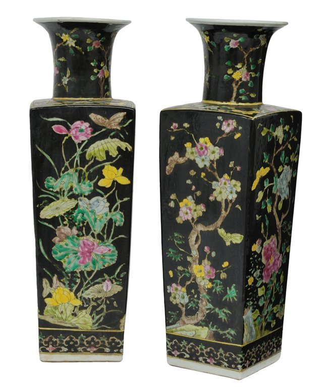 183: A PAIR OF CHINESE FAMILLE NOIRE PORCELAIN VASES 20