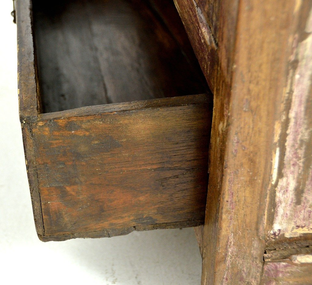 37: A SMALL PRIMITIVE TWO DOOR CABINET - 5