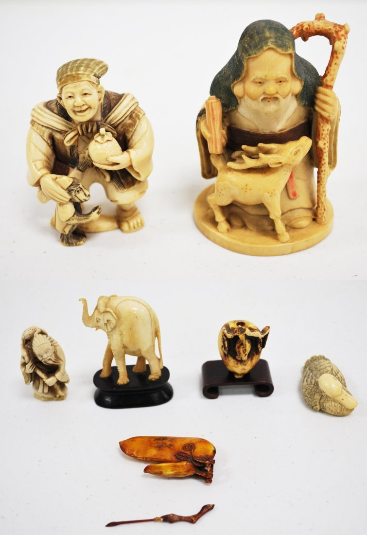 127: TWO CARVED IVORY JAPANESE SCHOLARS, AND 5 IVORY CA