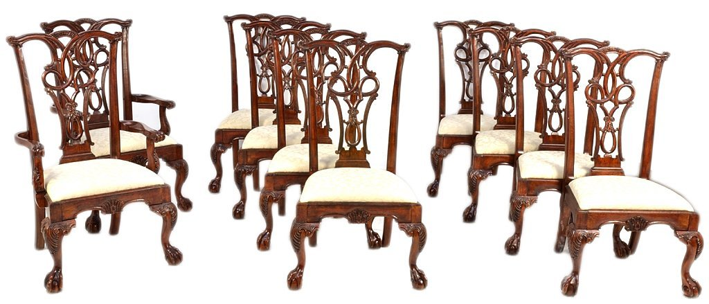 134A: 10 CHIPPENDALE MAHOGANY STYLE BALL AND CLAW DININ