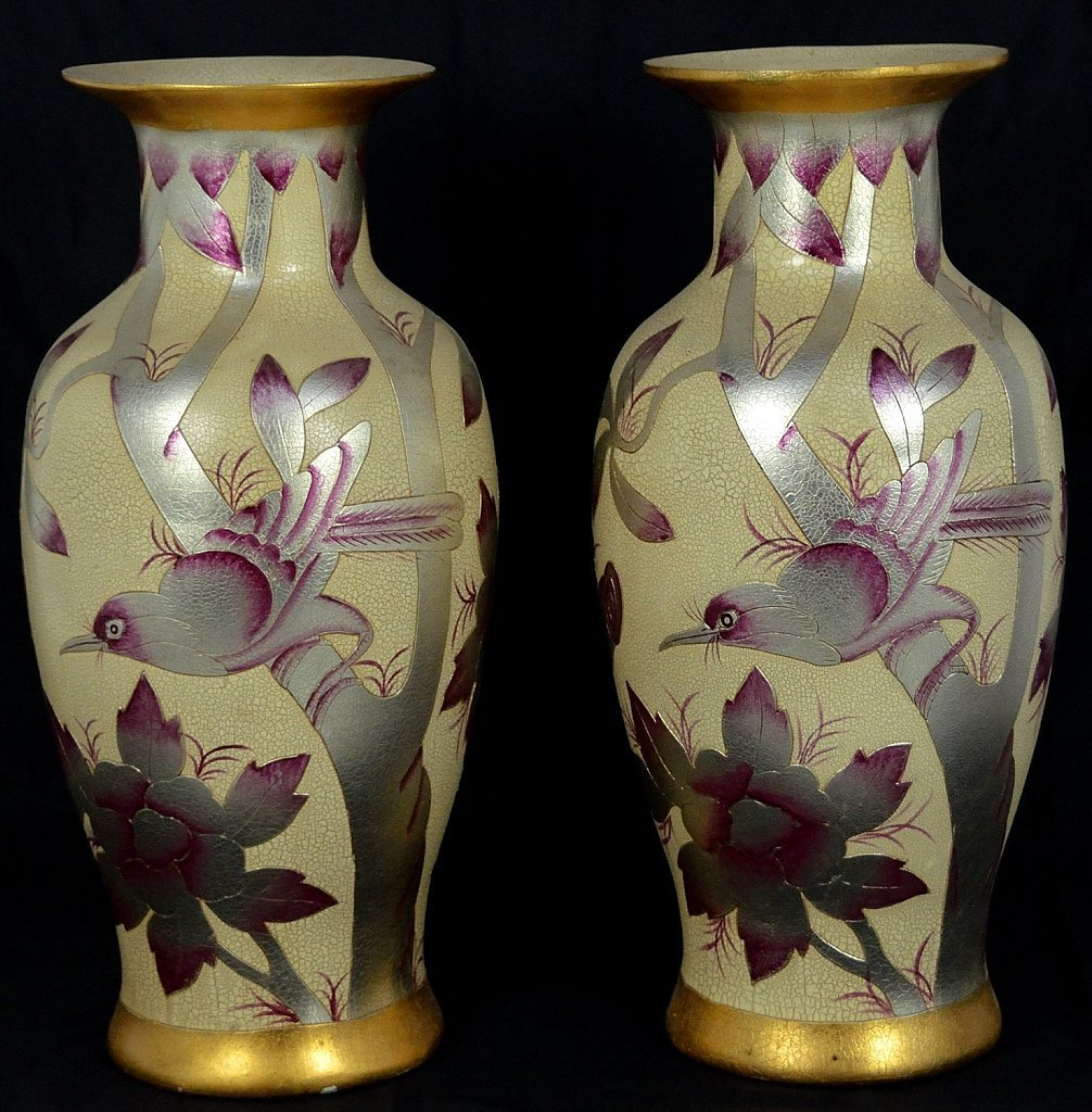 16: A PAIR OF LARGE VINTAGE CHINESE PORCELAIN VASES