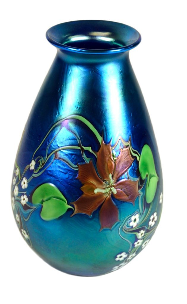 15: A LOUIS COMFORT TIFFANY STYLE FAVRILE GLASS VASE Am