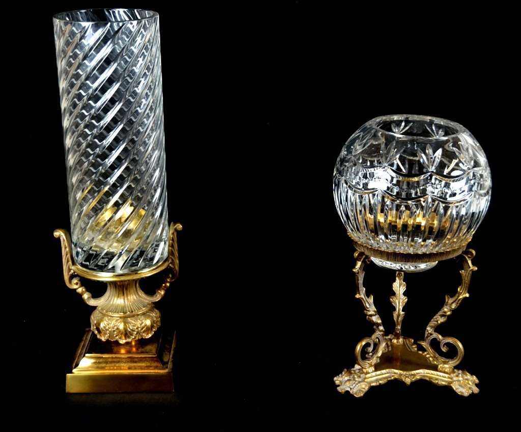 2: A LOT OF TWO CRYSTAL VESSELS ON METAL STANDS