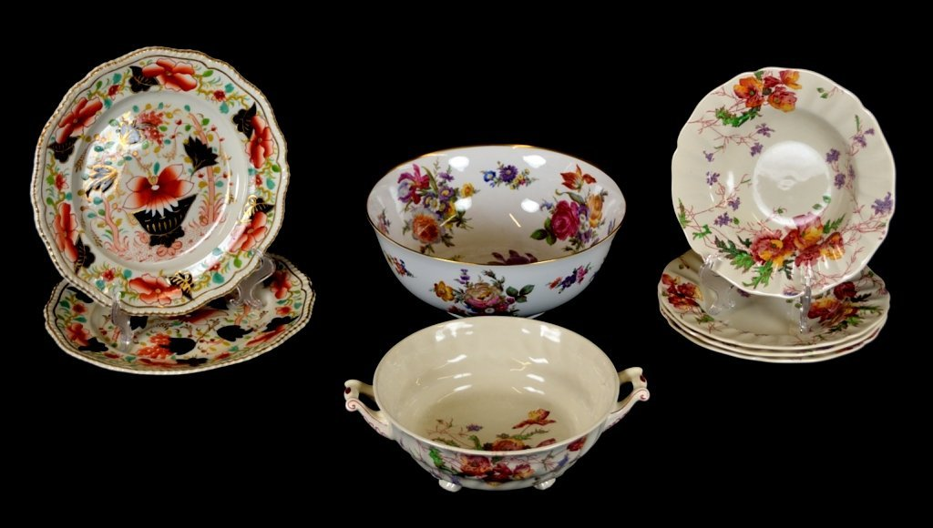 4: A LOT OF EIGHT ENGLISH CHINA TABLE PIECES